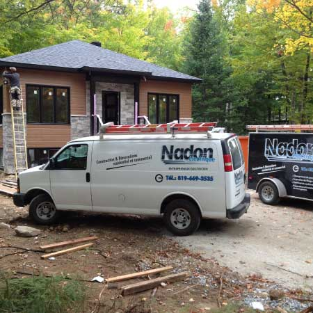 Nadon Électrique truck in front of a new house